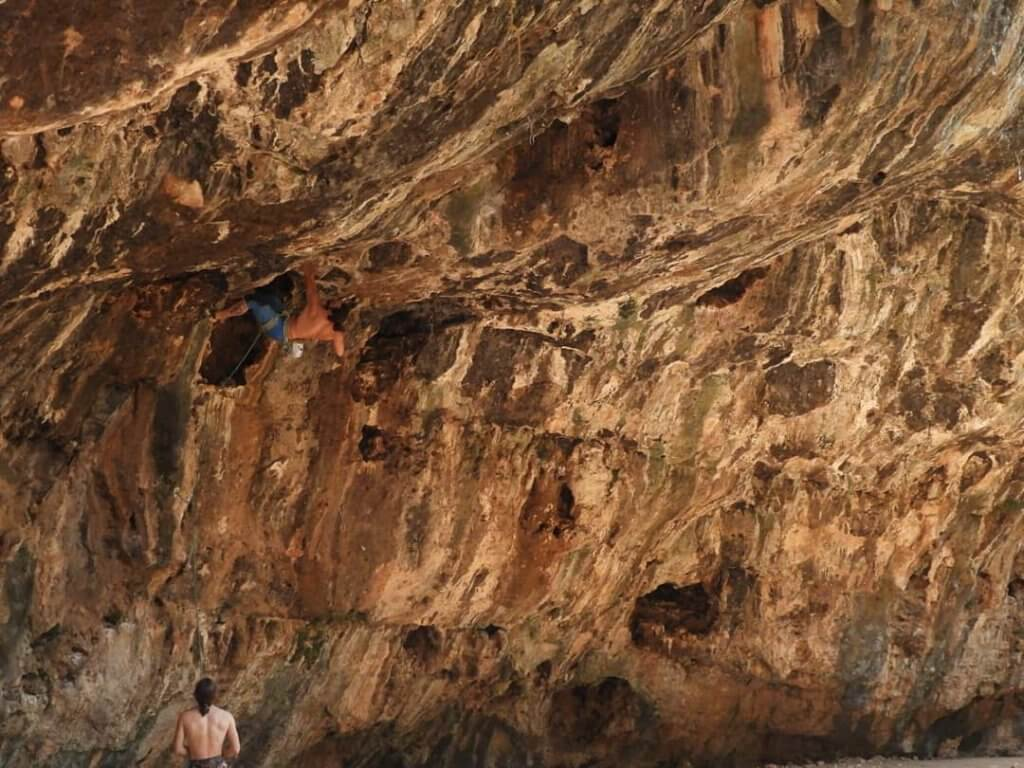מערת נזר- טיפוס בישראל- בלוג אבן גיר